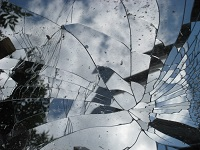 broken-mirror-reflections-4106204-h